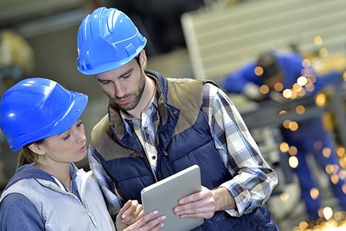 planifica, executa si monitorizeaza activitatea de productie